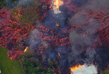 Photo of ภาพถ่ายของภูเขาไฟ Kilauea ระเบิดลาวา บนเกาะฮาวาย